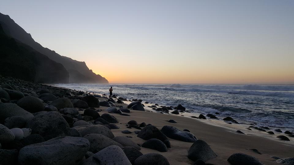 Linea costiera sul sentiero Kalalau a Kauai, stato delle Hawaii