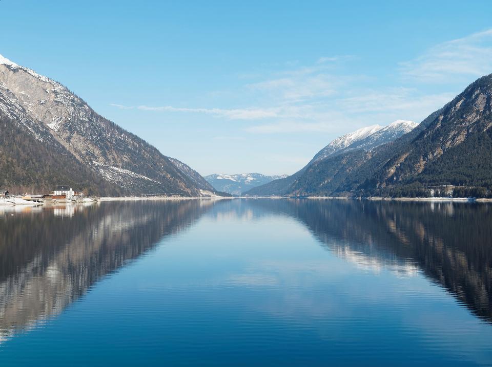 提洛爾的Achensee湖在奧地利。
