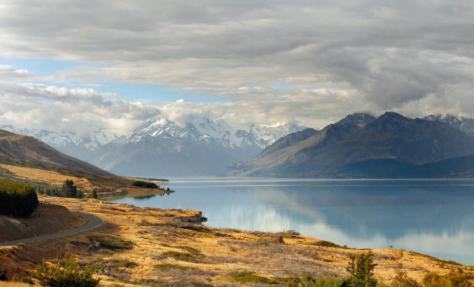 与普卡基湖的库克山观点