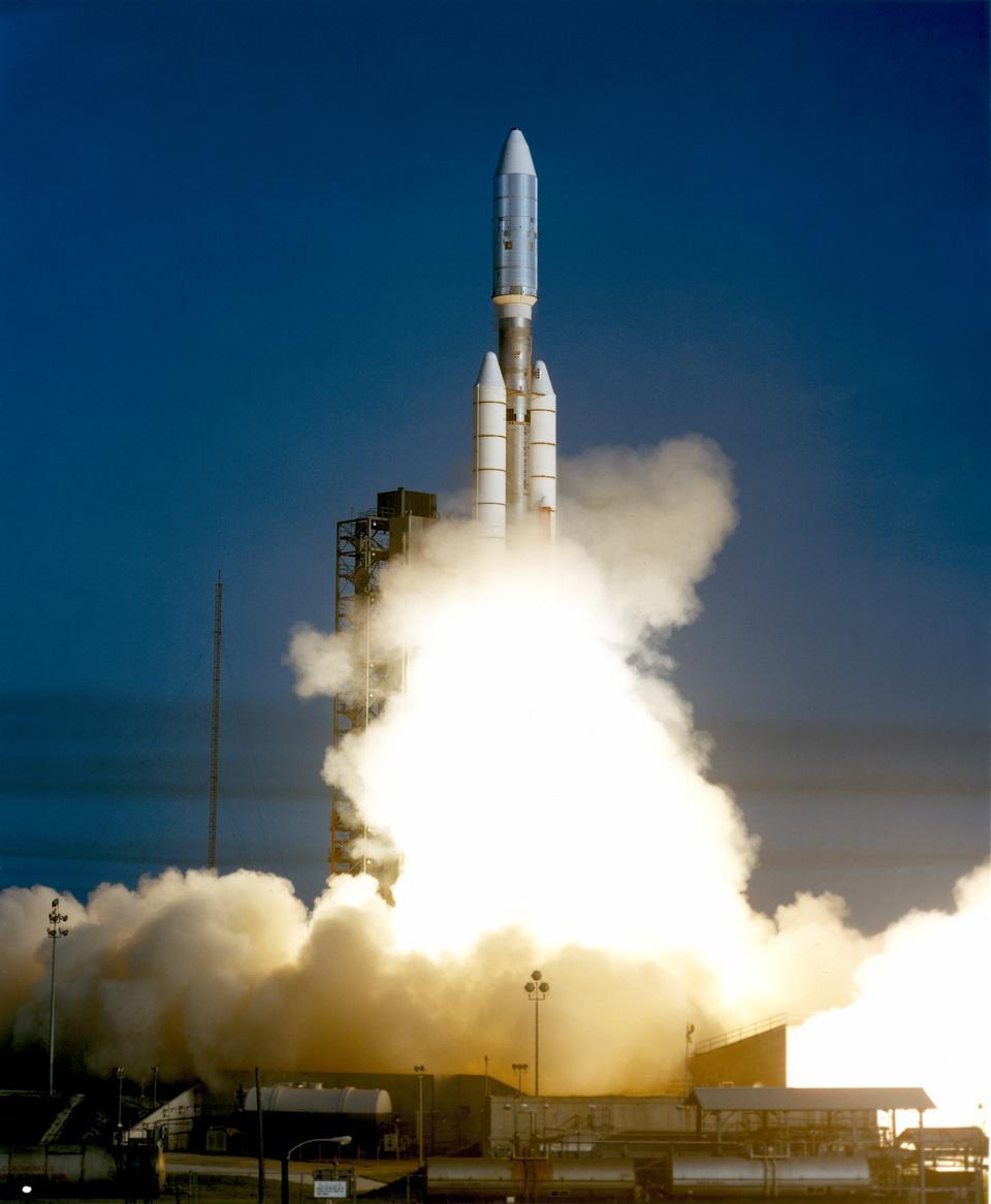 Voyager 1 запускает на борту
