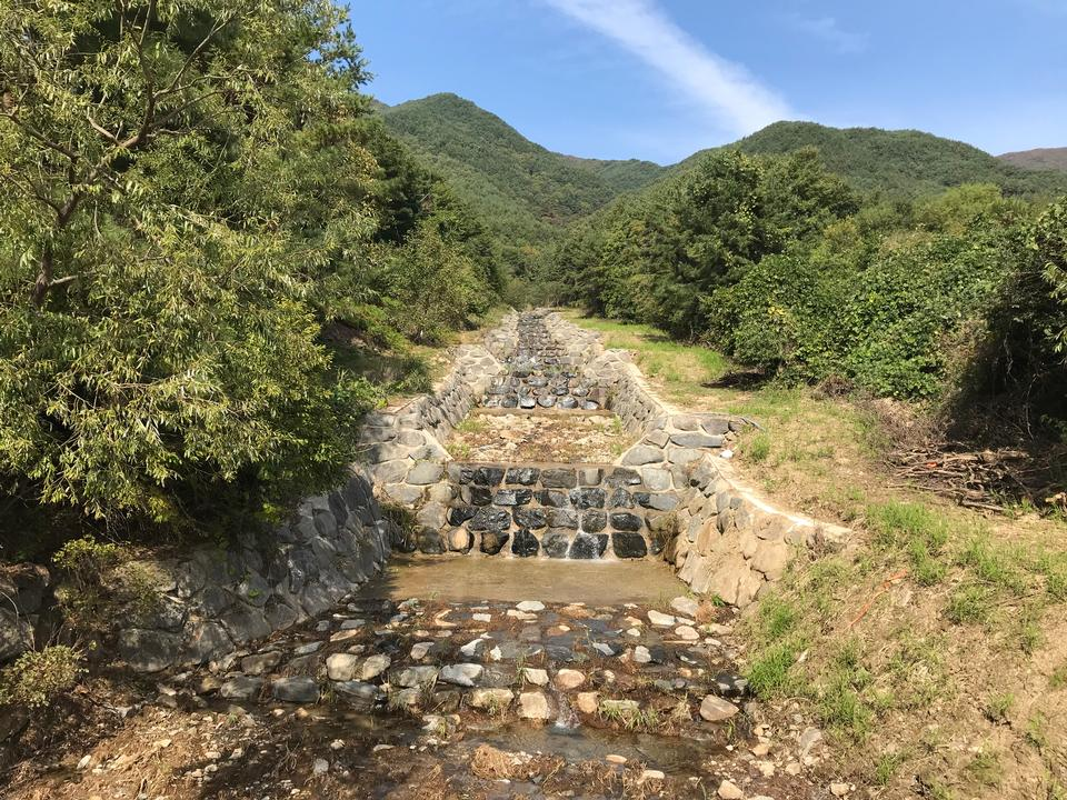 Doolare線索Dool Regil在Jirisan國家公園S.Korea