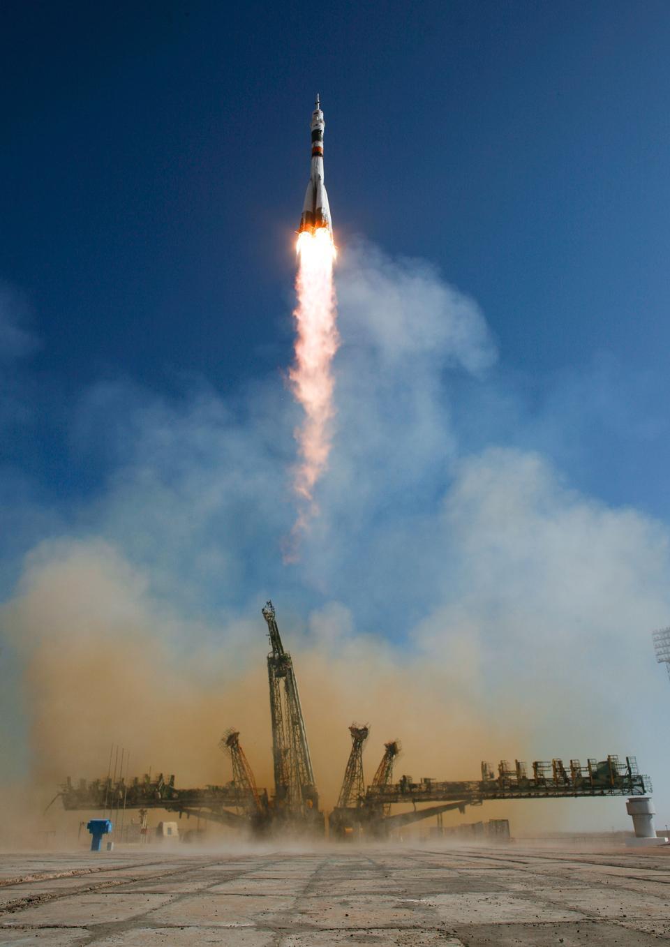 联盟TMA-16从哈萨克斯坦的拜科努尔航天发射场发射