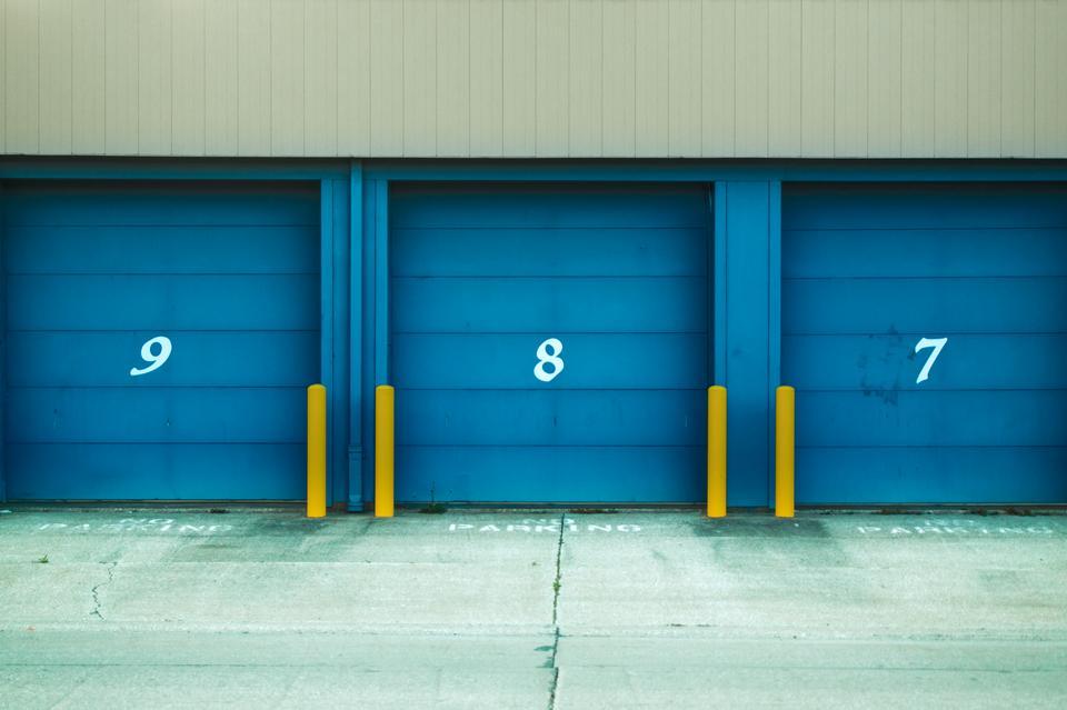 3つのガレージドア