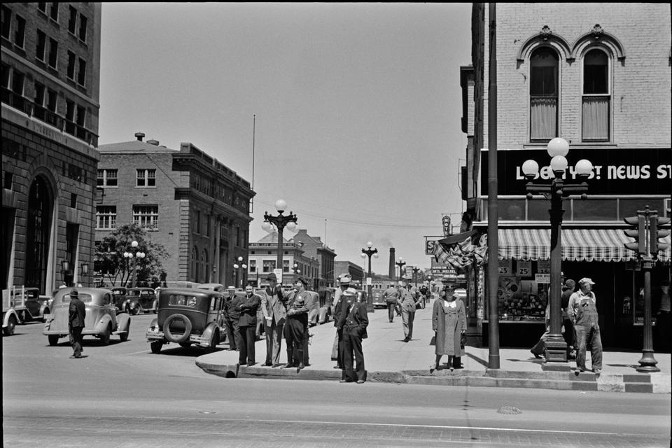 Firme a través de la calle principal, Peoria, Illinois