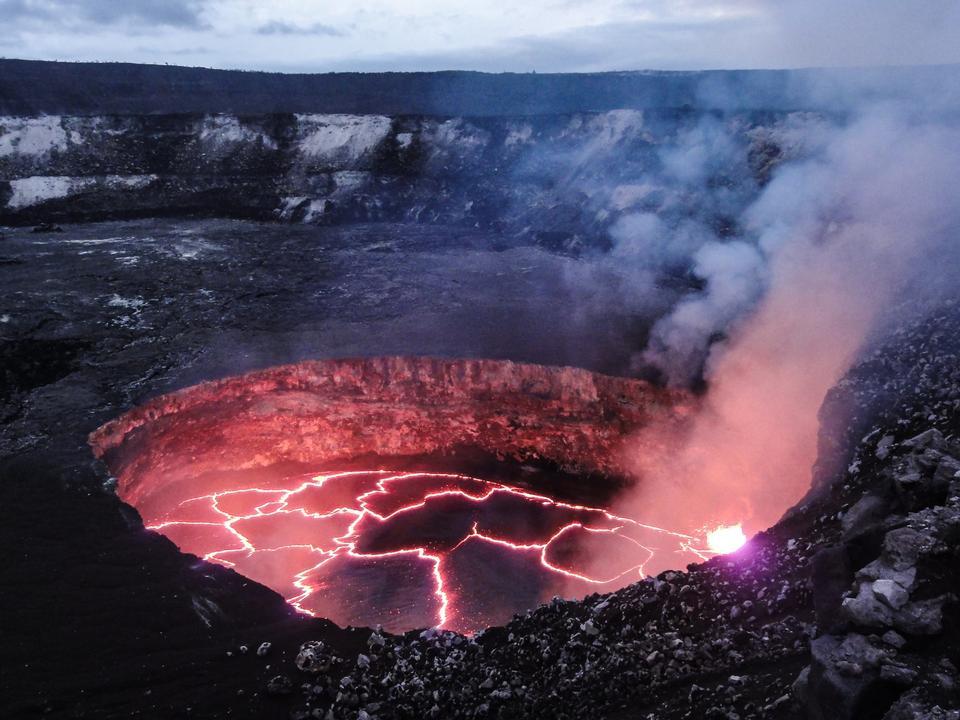 溶岩流が出現する