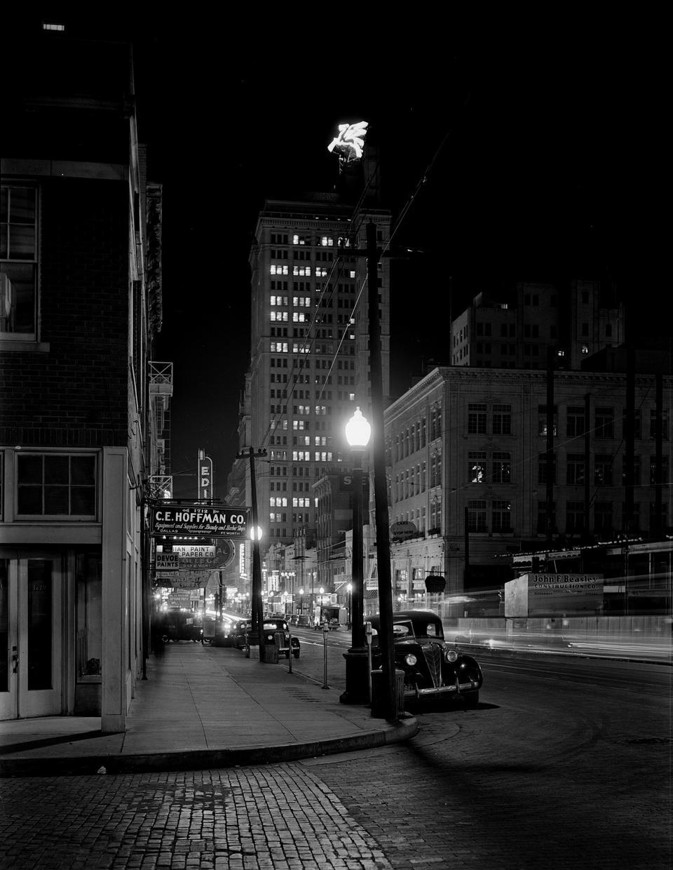 Ночная точка зрения, центр города. Даллас, Техас, 1942