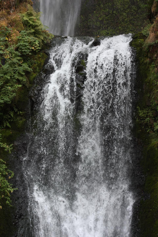 컬럼비아 강 협곡에서 포틀랜드 오 레 곤 근처 Multnomah 폭포