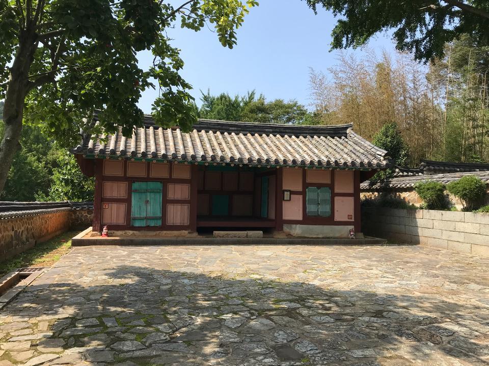 韩国统营的Chongryongsa