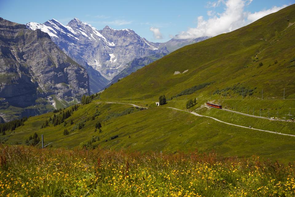 圍繞mont blanc和chamonix的阿爾卑斯山的看法