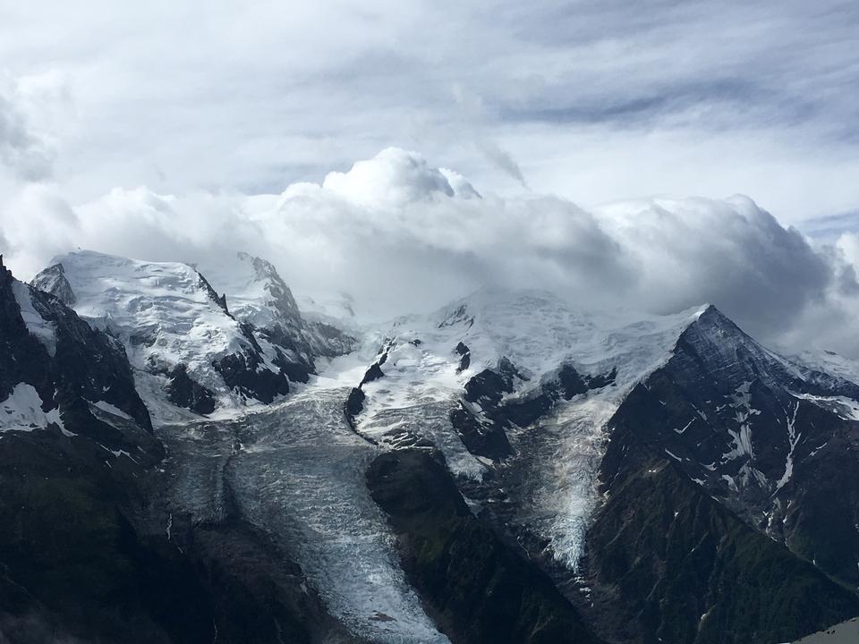 勃朗峰断层块和夏蒙尼的视图