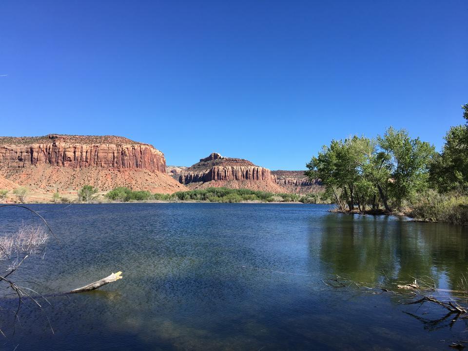 与反射的大教堂岩石,Sedona,亚利桑那,美国