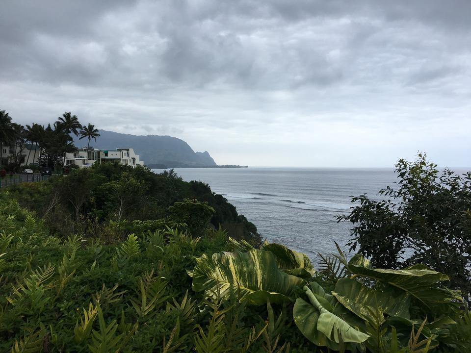 Beautiful views on the Kalalau trail along the Na Pali coastline