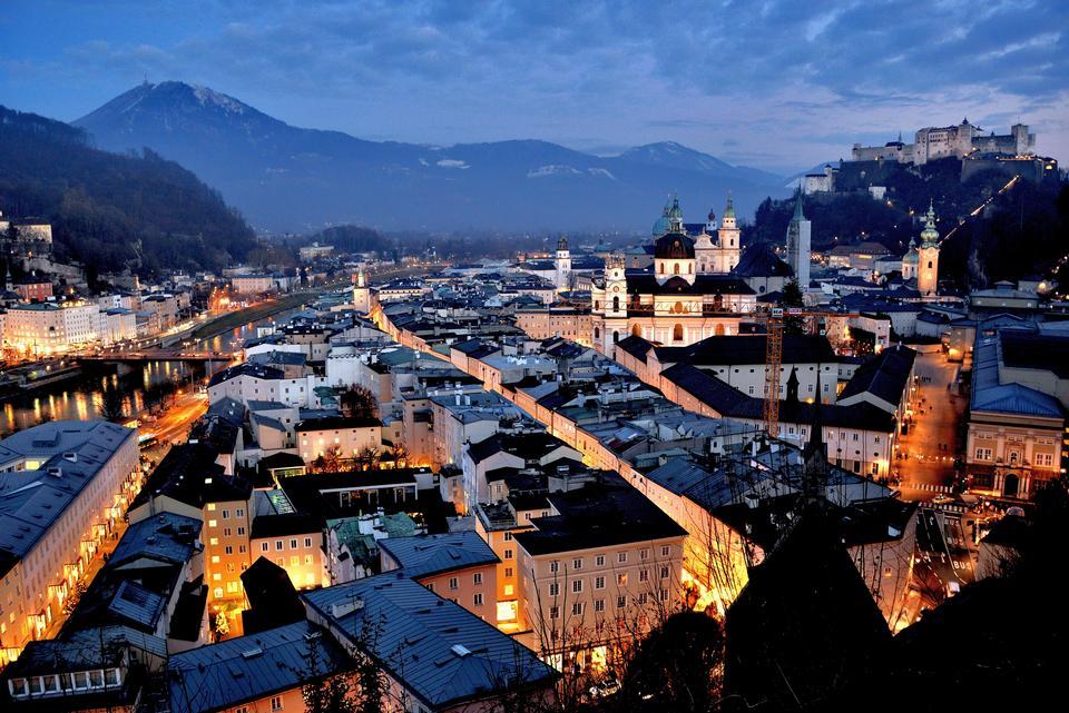 ザルツブルク、オーストリアの夜景