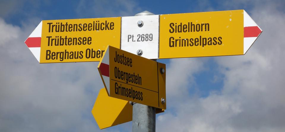 겔머시 (Gelmersee)의 푸른 물 주위에 하이킹 흔적을 남기세요.