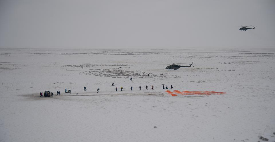 Russian Search and Rescue teams arrive at the Soyuz