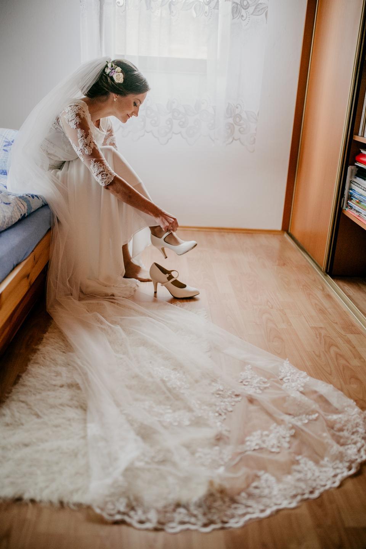 Modelo de moda de Bride.Young con una piel perfecta y maquillaje.