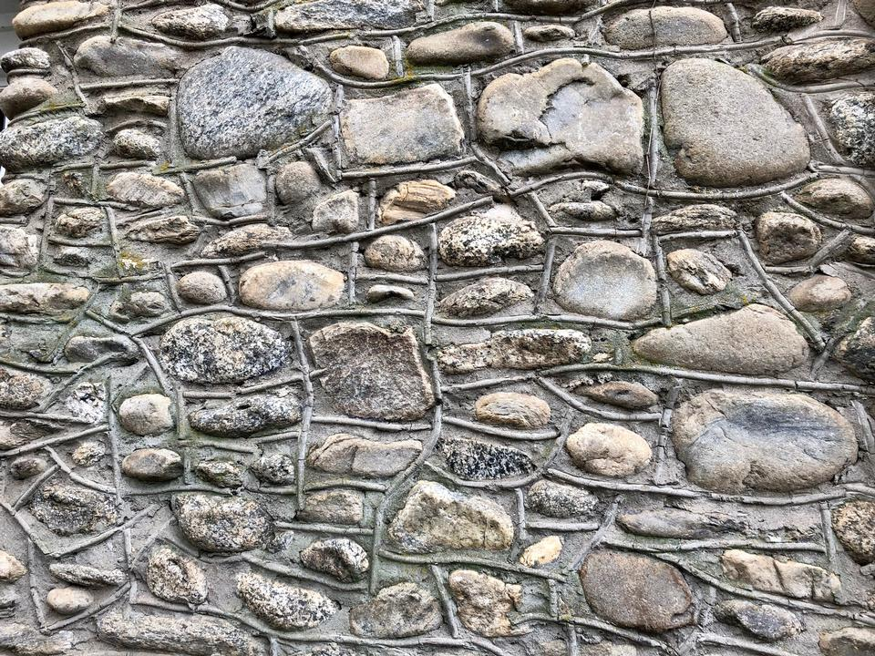 The wall, laid out from the lodges of different shapes