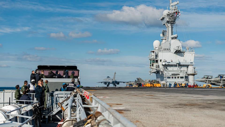 Aircraft carrier deck