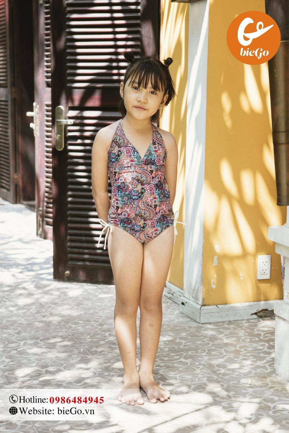 Mua đồ bơi cho bé giá bao nhiêu thì phù hợp?