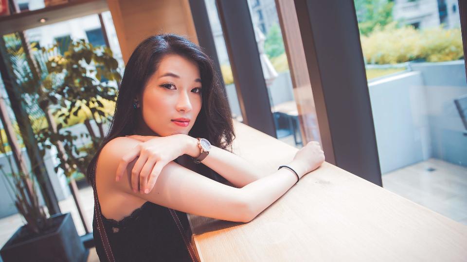 Fashion model portrait. beautiful young Asian woman