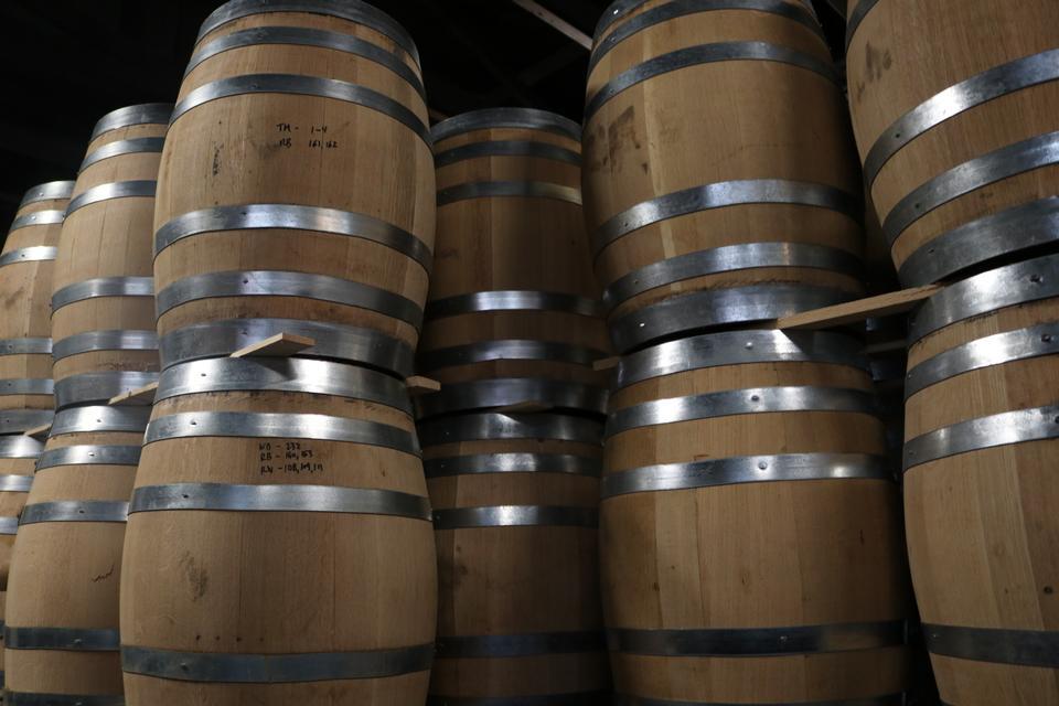 tonneaux de vin en bois