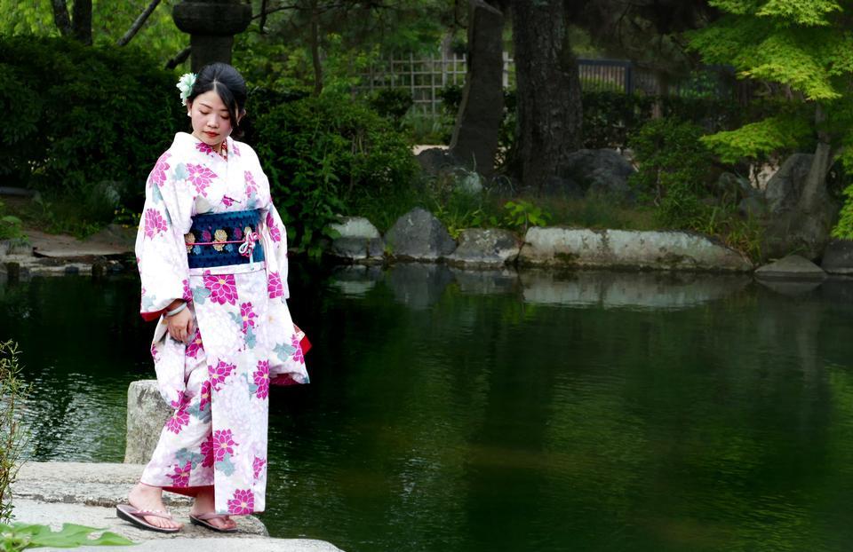 Prenda tradicional japonesa. Chica kimono