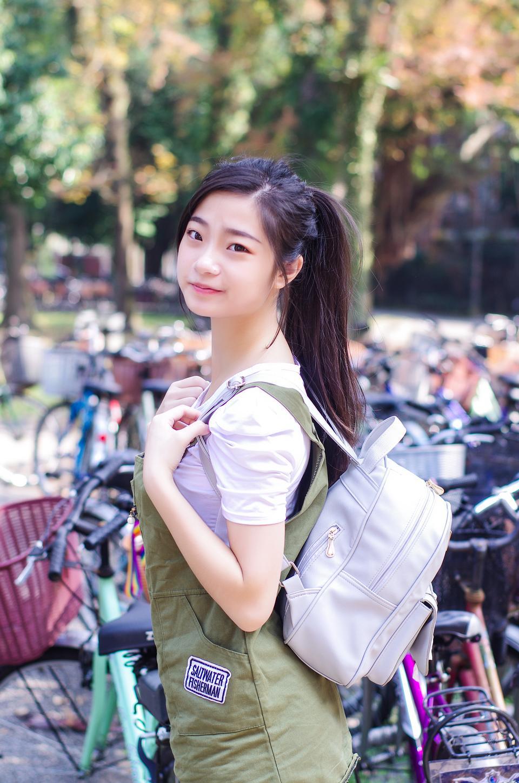美しい若い中国の女の子