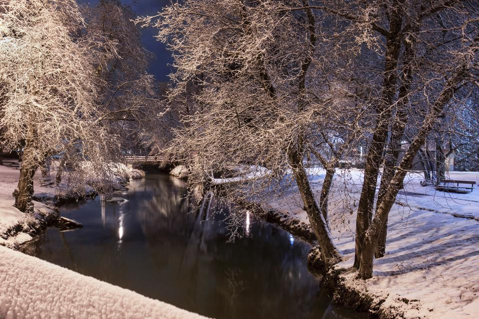 Snow covered suburban towns along Willamette River in Oregon