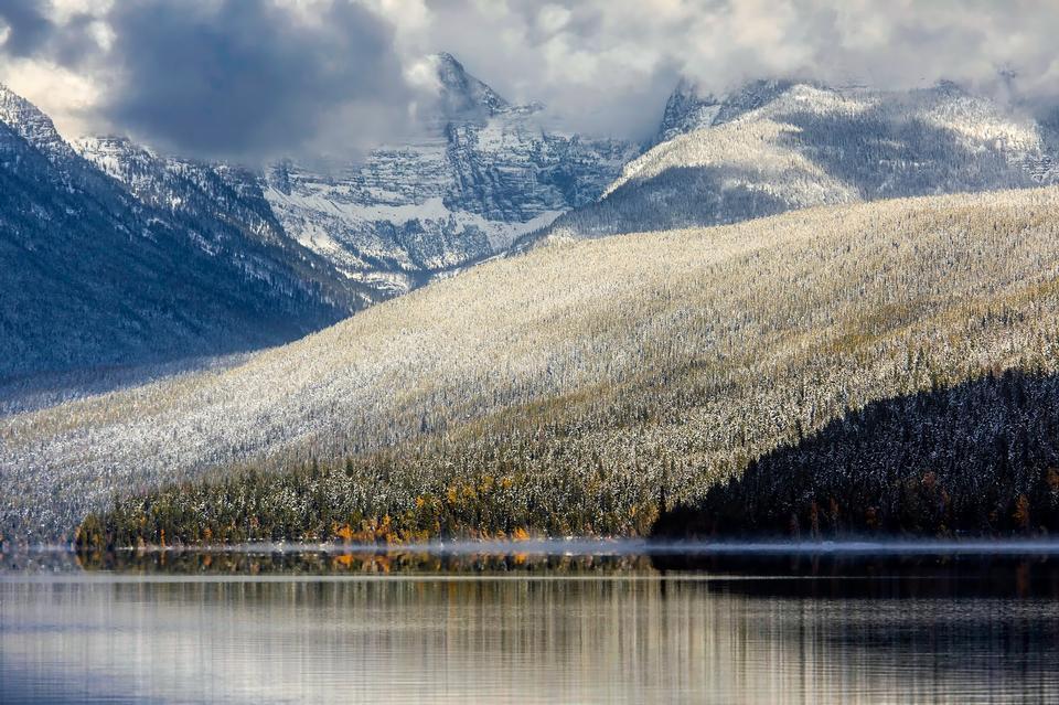 Lac McDonald situé dans le parc national des Glaciers