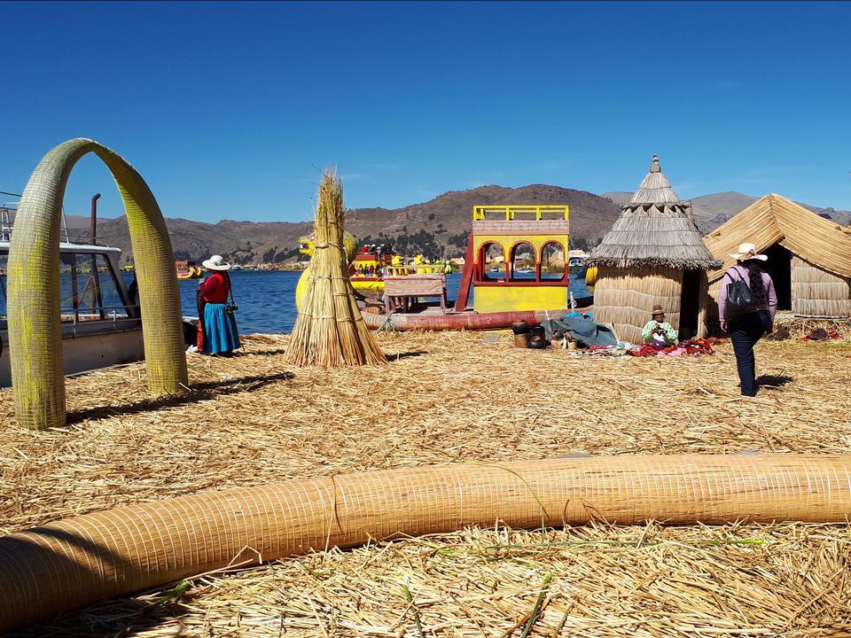 Die schwimmenden und touristischen Inseln des Titicacasees