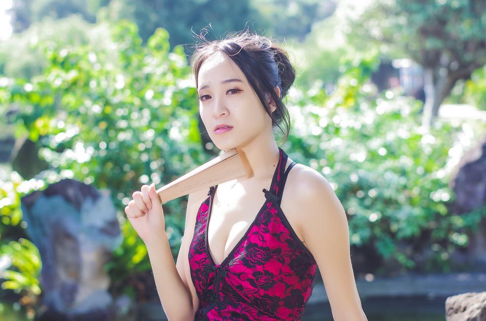 Bella giovane ragazza asiatica