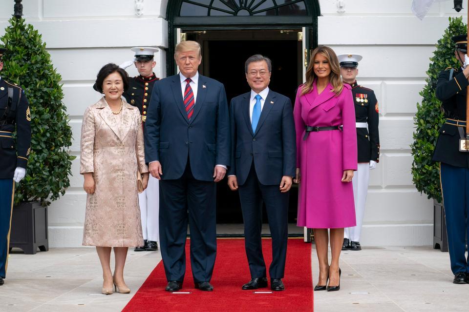 トランプ大統領が韓国のムンジェイン大統領と会う