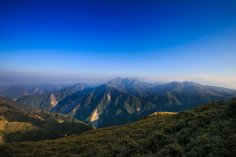 美麗的小徑三岔山在台灣