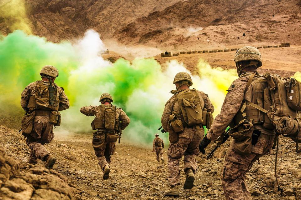 Marine Expeditionary Unit, run to firing positions