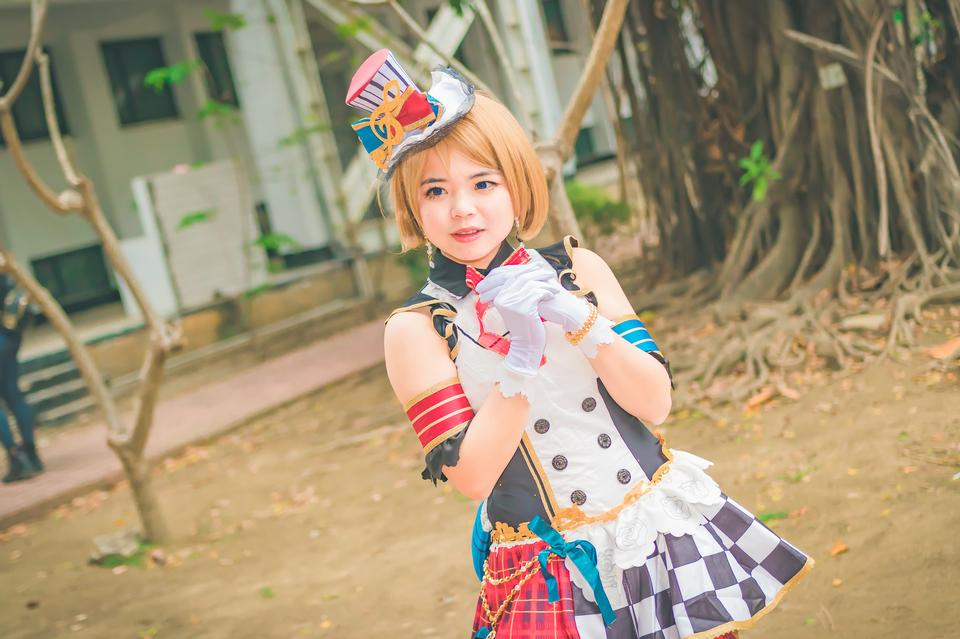 日本アニメの衣装の少女の肖像画