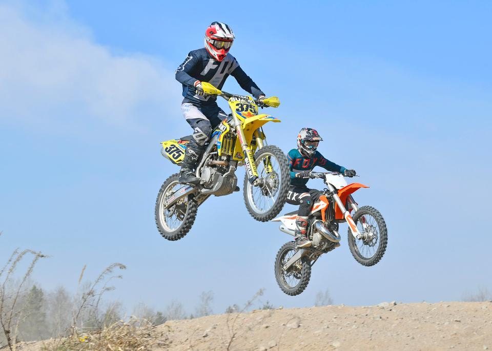 Motocross-Bike in einem Rennen