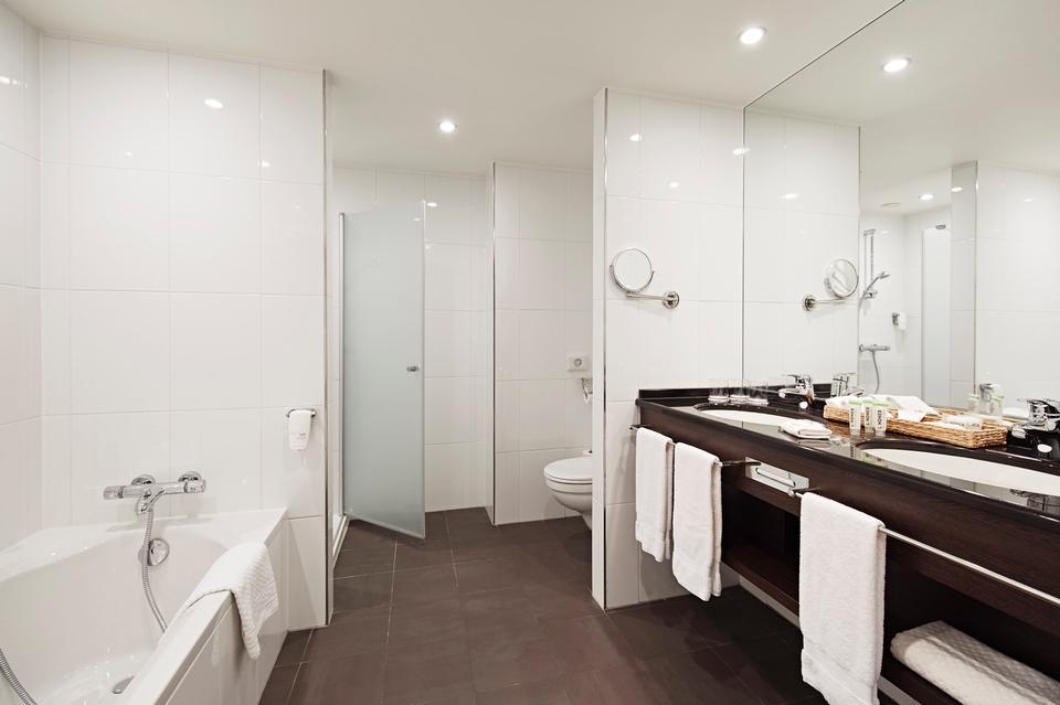 Hotel Bathroom Suite