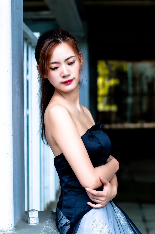 塑造年轻亚裔妇女生活方式画象