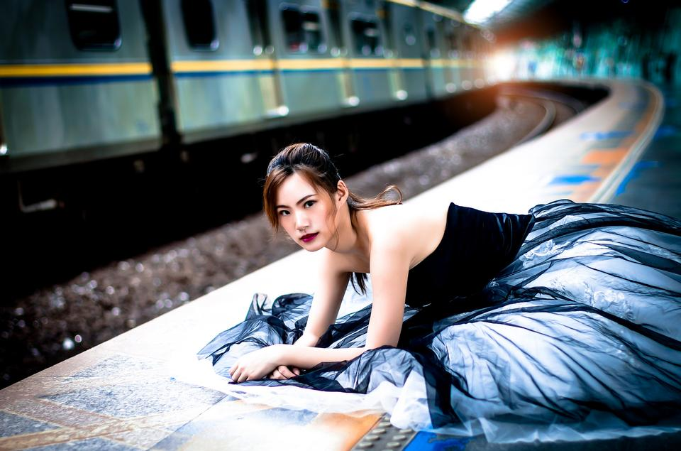 Fashion lifestyle portrait of young asian woman