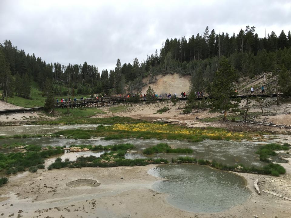 뇌우가 옐로 스톤 국립 공원에서 비를 덤프