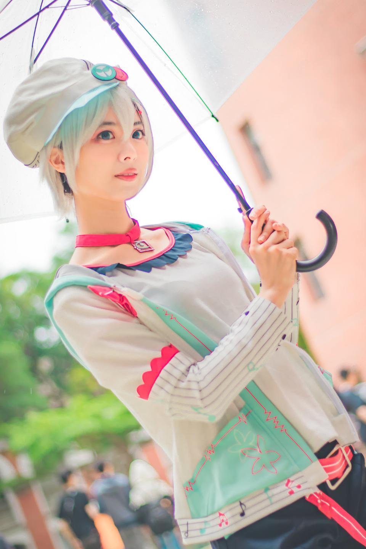 Una pose de cosplay de anime japonés no identificado