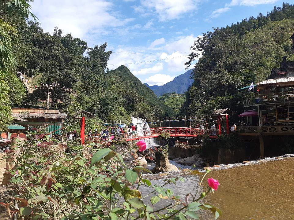 SaPa는 베트남의 Hoang Lien Son Mountain에있는 도시입니다