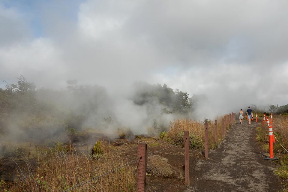 Crater Rim Trail along Wahinekapu