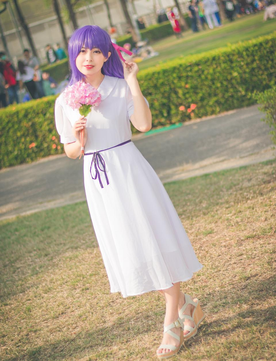 Jóvenes cosplayers se disfrazan de personajes de anime japoneses