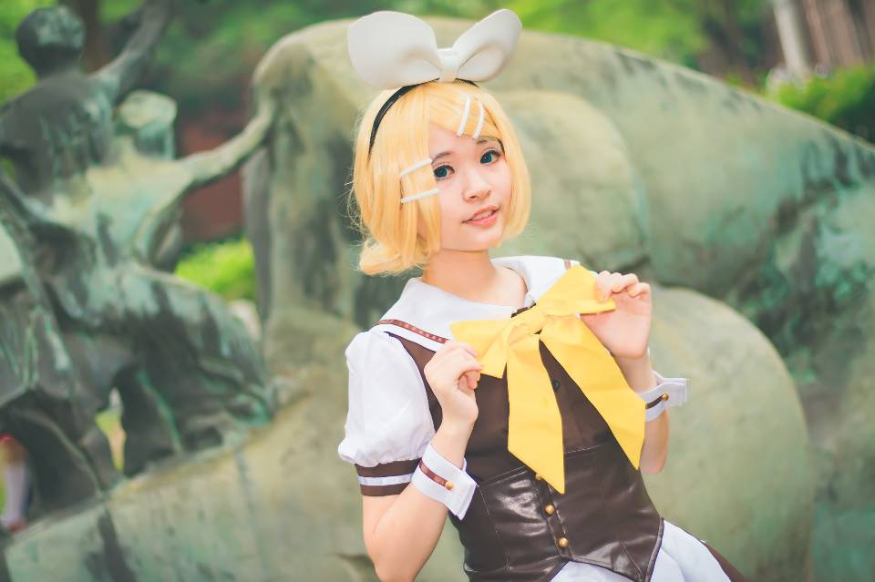 An unidentified Japanese anime cosplay pose
