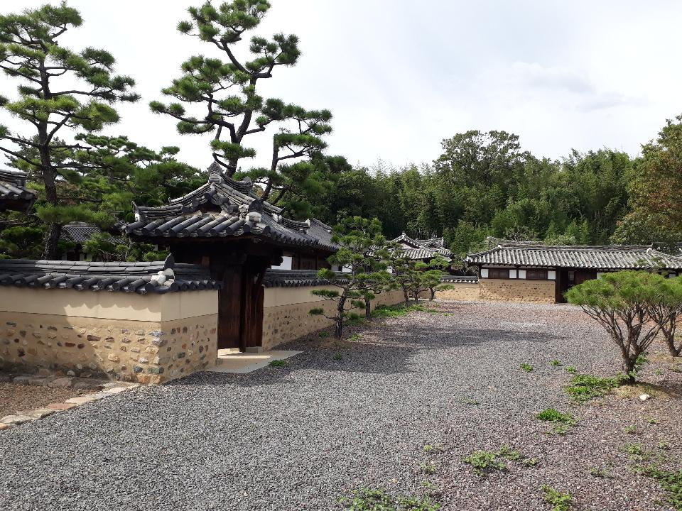 House of the Seong Clan in Seok-ri Changnyeong Korea