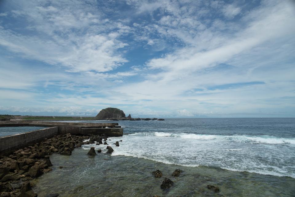 Waves crashing onto rocks