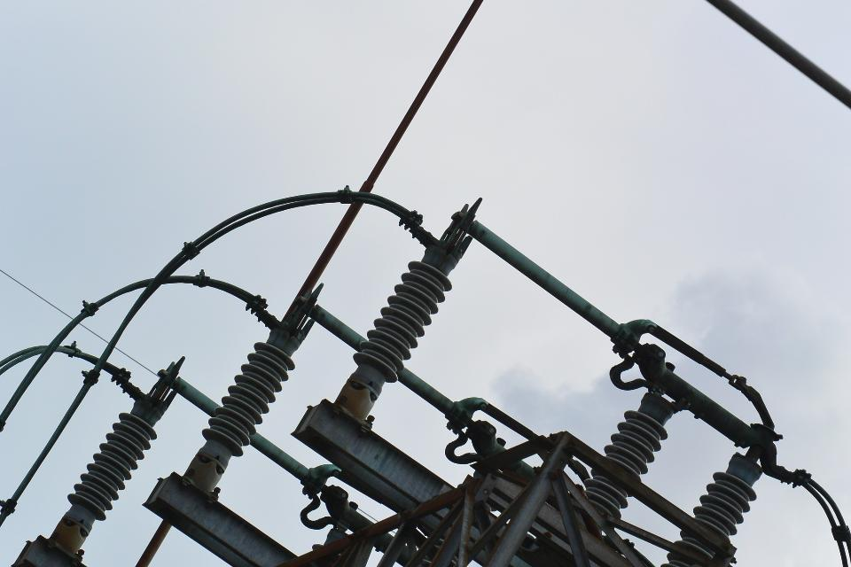 Large high voltage power station
