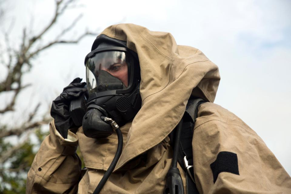 Gas mask during a nuclear scenario